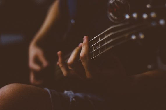 Blurred picture of guitarist