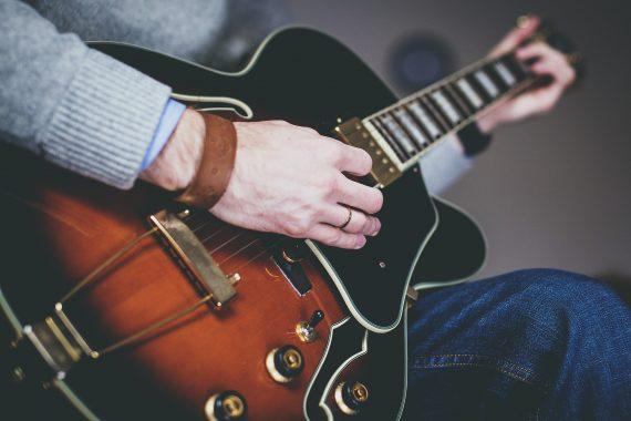 jazz guitarist rehearsing material