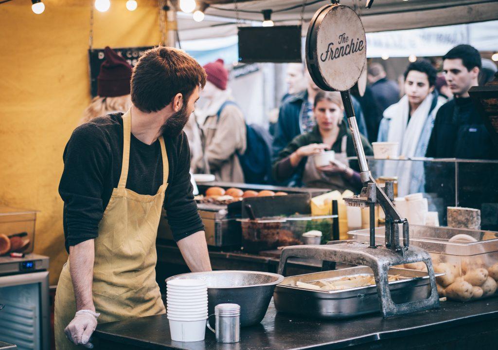 man working in a fast food restauraunt